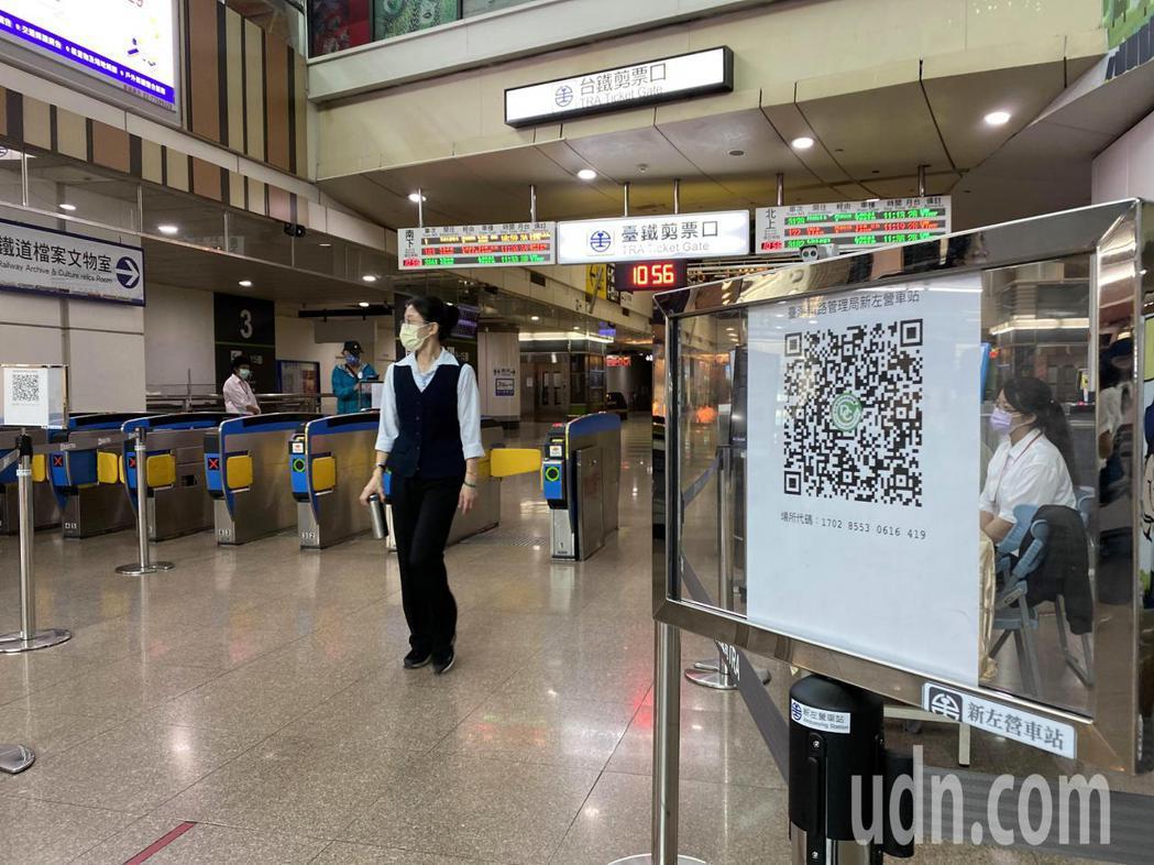 端午連假首日,高雄台鐵左營站,只有少許民眾搭乘。記者陳弘逸/攝影