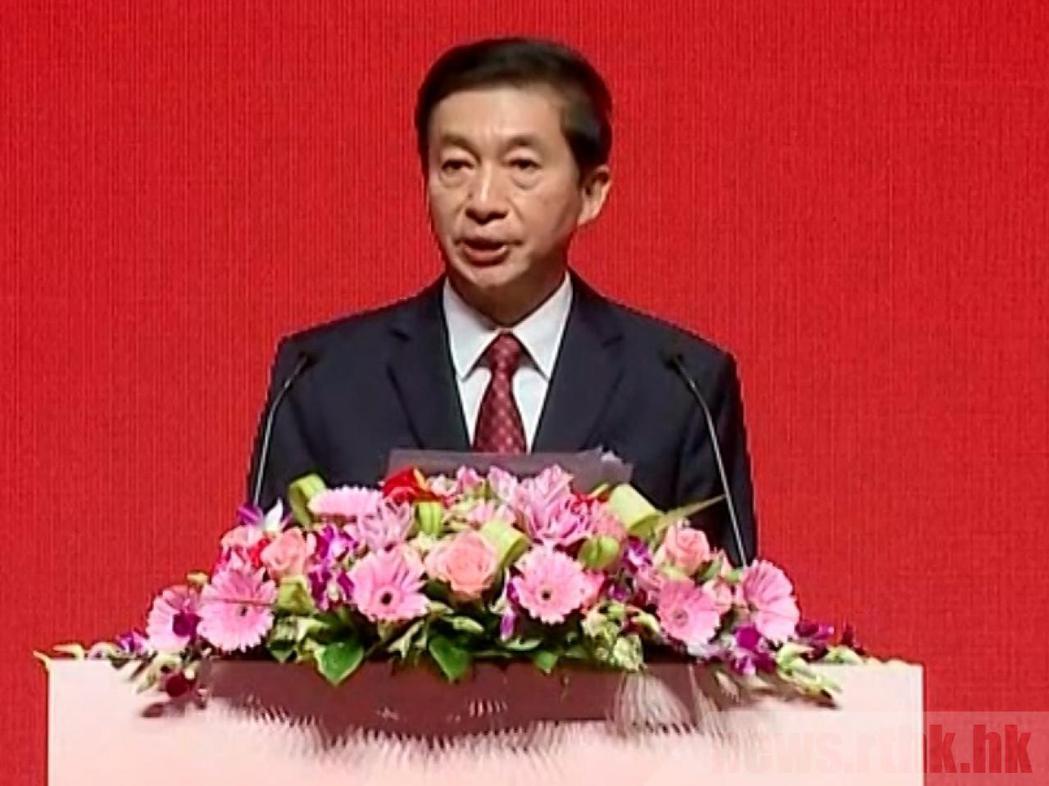 香港中聯辦主任駱惠寧今(12)日出席「中國共產黨與一國兩制主題論壇」。圖源:香港...
