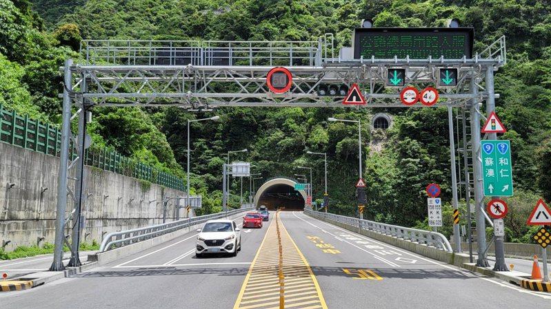 蘇花路廊今天南下交通順暢,公路總局估計每小時僅約200輛次,和往年同期相比大減8成。圖/讀者提供