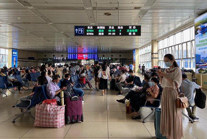 端午連假第一天,大陸全日將發送旅客1200萬人次,其中長三角發送旅客超300萬人次。圖源:澎湃新聞