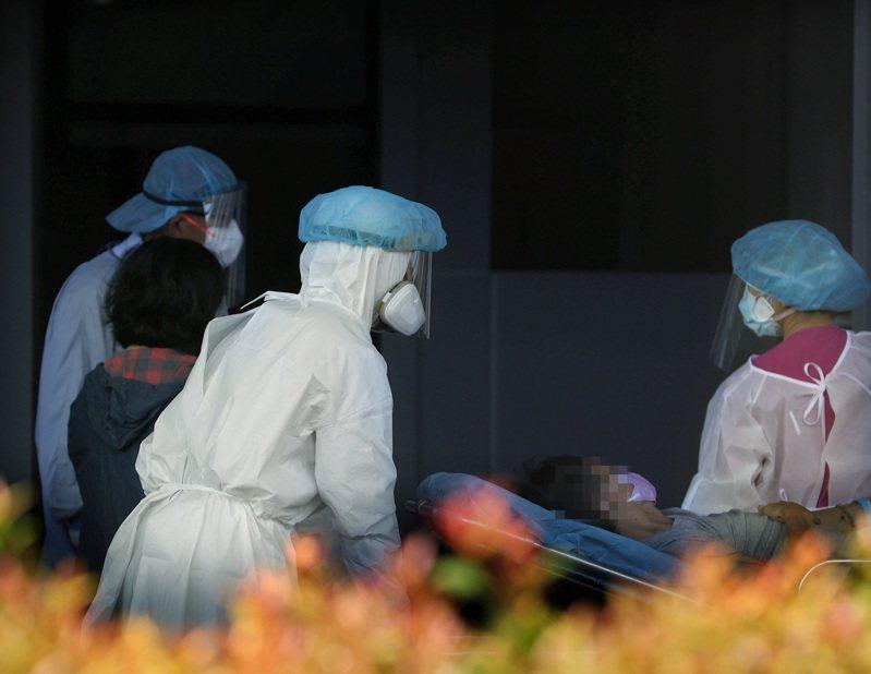 台灣新冠疫情嚴峻但疫苗不足,卻爆發有診所私打疫苗爭議。圖/聯合報系資料照片