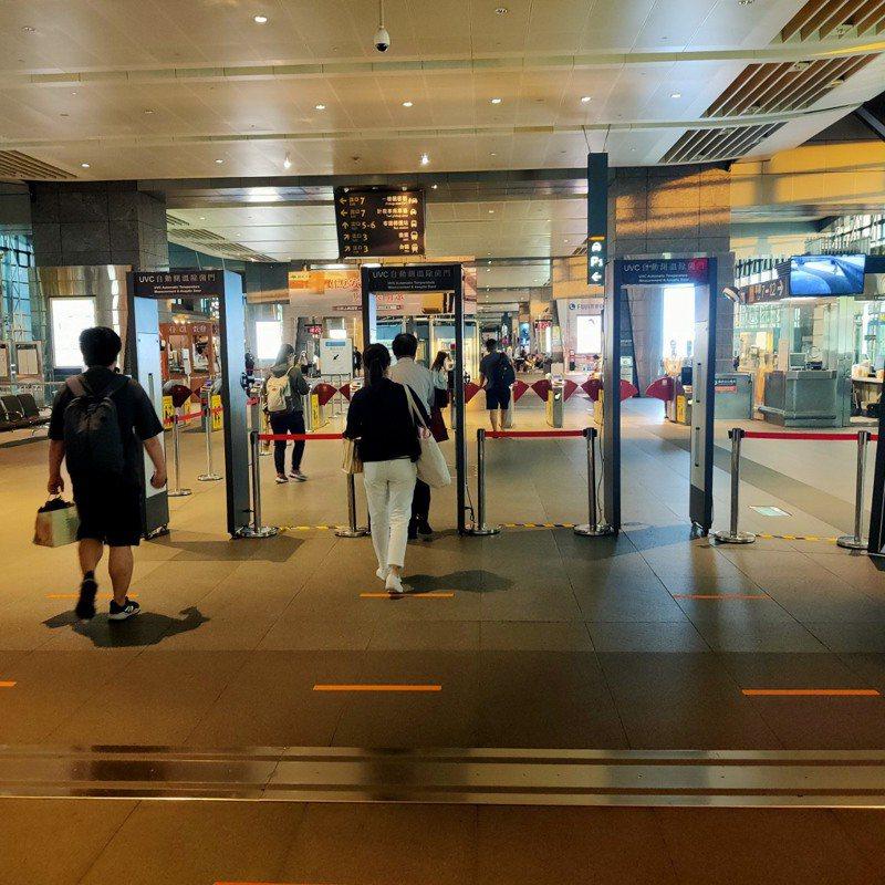 高鐵台中站的防疫消毒門由台中市政府設置。圖/台灣高鐵公司提供