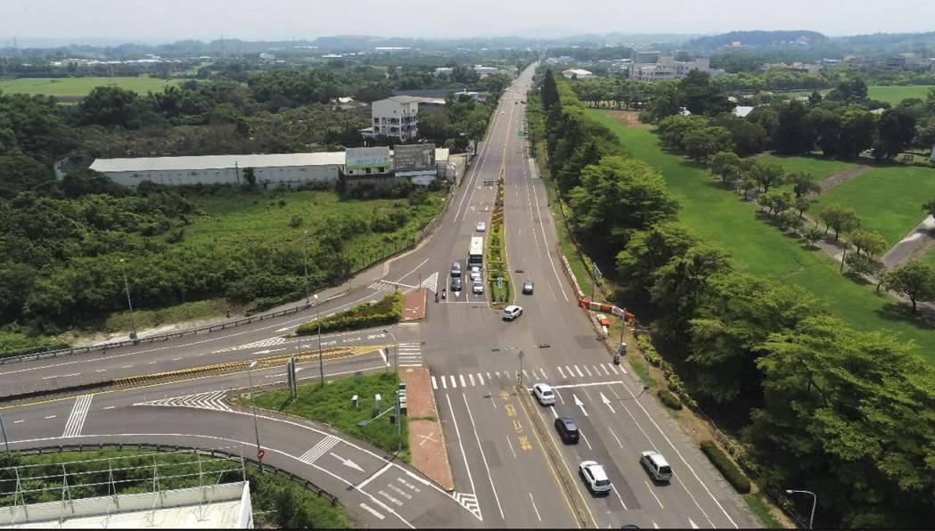 國道8號新化交流道。圖/警方提供