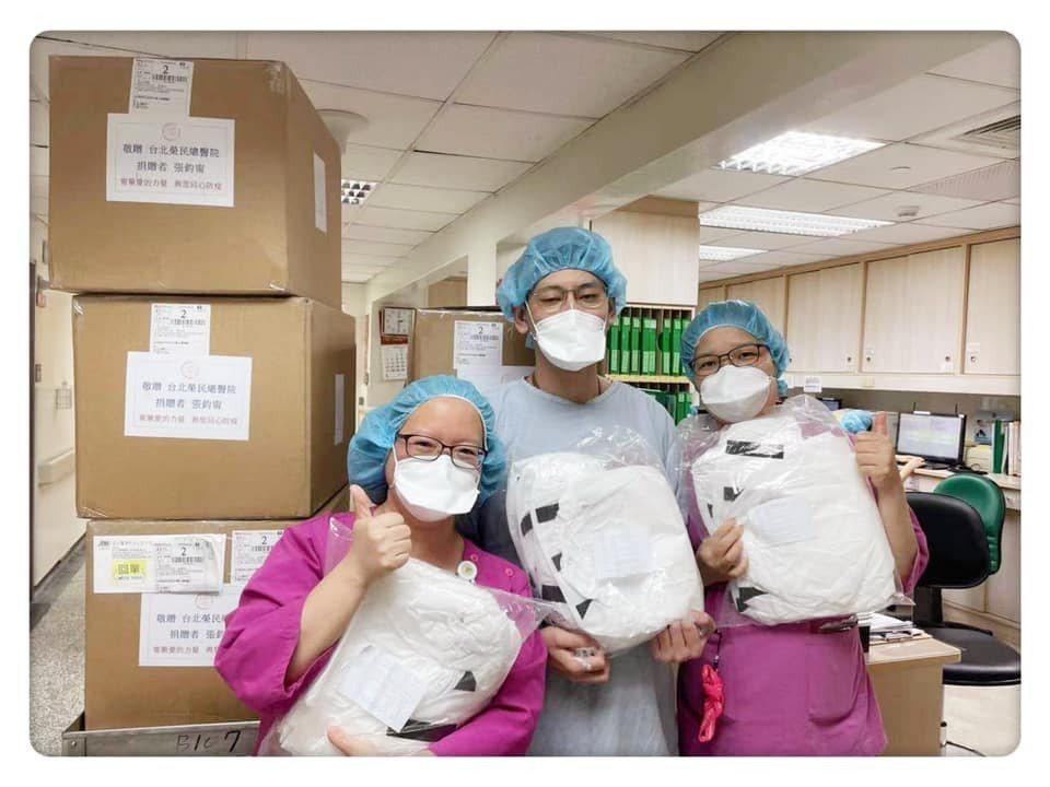 張鈞甯捐贈物資給醫療人員。圖/摘自臉書