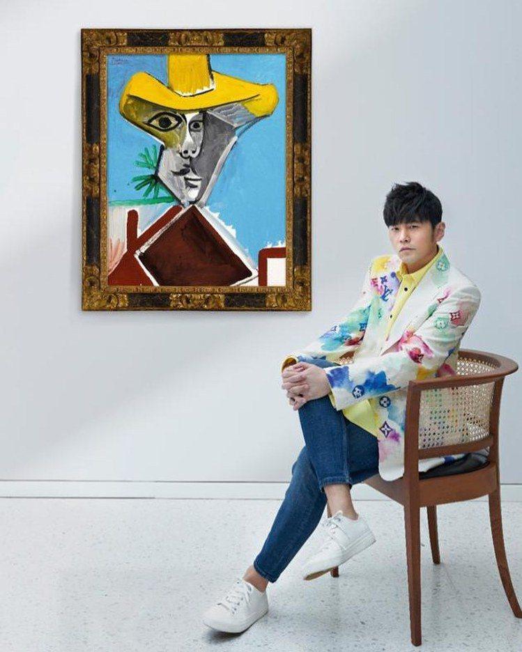 周杰倫詮釋路易威登夏季淺色Watercolor圖案修身外套,13萬2000元。圖...