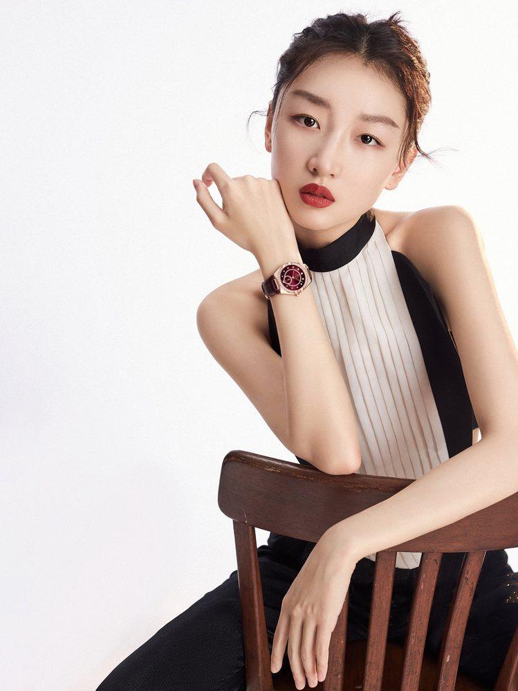 瑞士鐘表品牌歐米茄(OMEGA)宣布邀請中國女星周冬雨加入家族成員,成為品牌大使...
