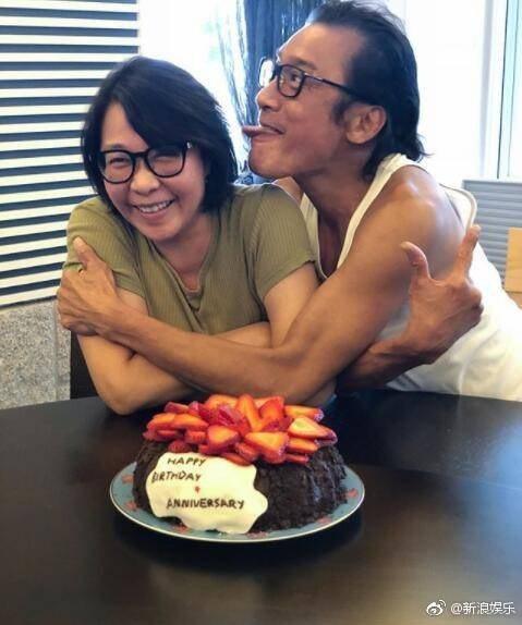 梁家輝(右)和江嘉年(左)結婚34年,是演藝圈模範夫妻。圖/摘自微博
