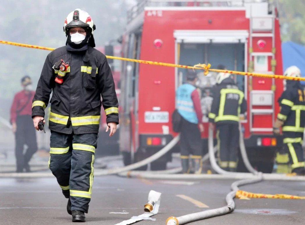 圖為消防員出勤,示意圖。圖/本報資料照