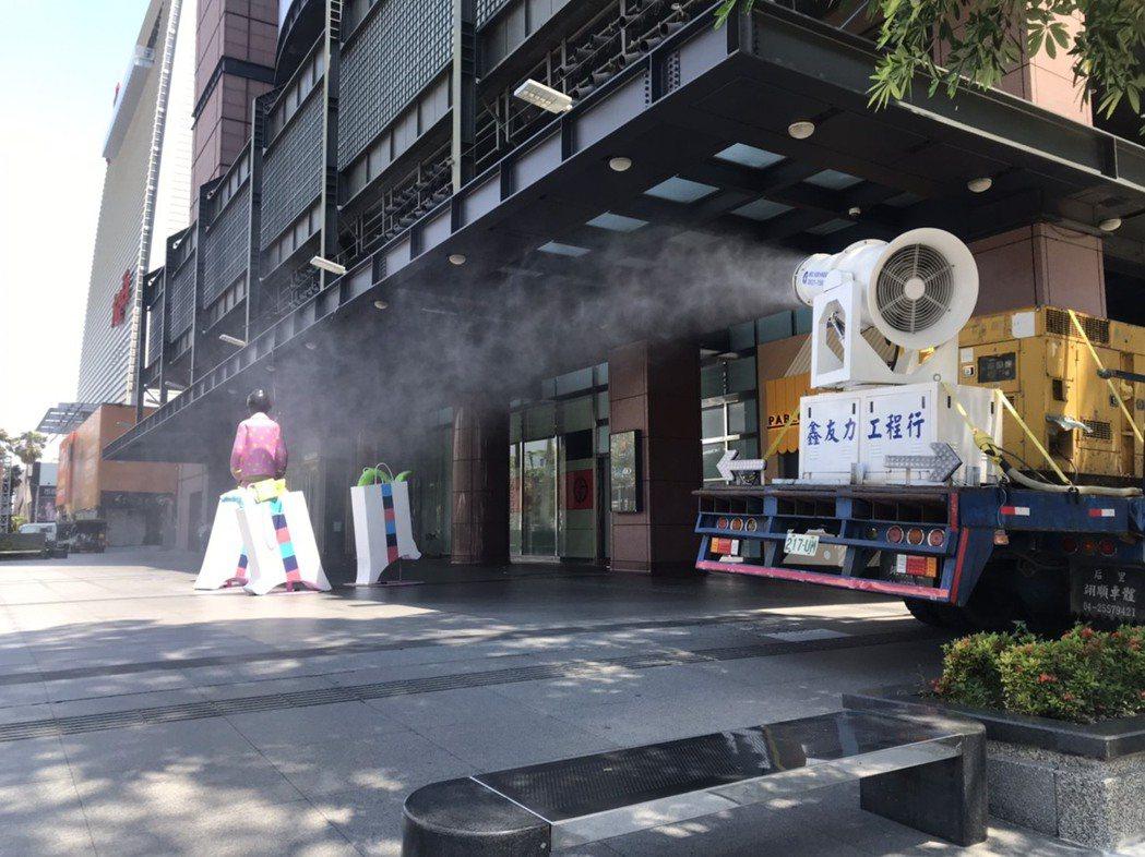 台中市經發局表示,新光三越中港店6月10、11日環境清消完畢,經評估無疫情擴大,...
