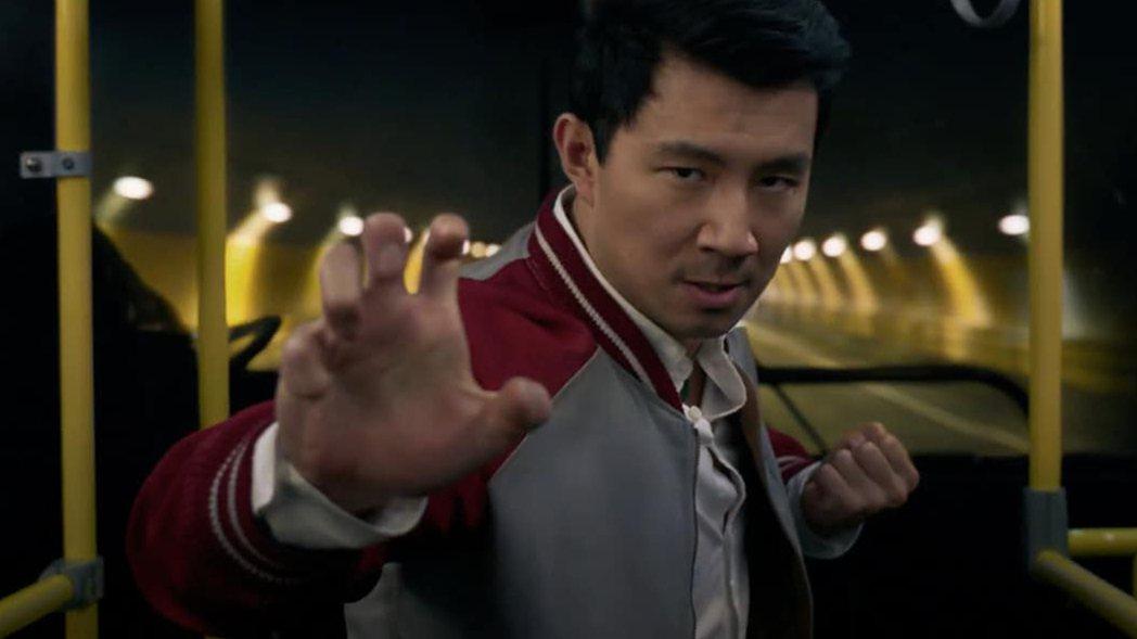 劉思慕在「尚氣與十環傳奇」裡的打鬥場面深受武俠片與成龍動作片的啟發。圖/摘自Tw