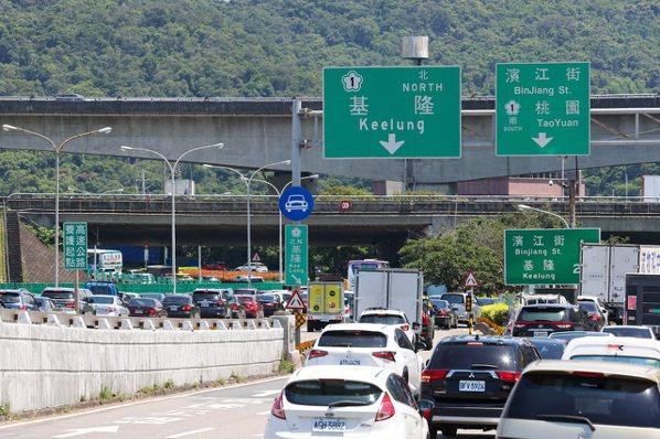 圖為圓山交流道回堵車流。記者季相儒/攝影