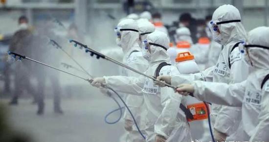 大陸研究團隊指出,新冠變種病毒對目前抗體治療及疫苗保護效果構成嚴峻挑戰。(圖/取...