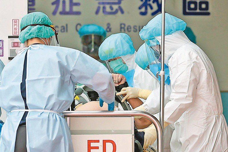 圖為醫護搶救病患。 圖/聯合報系資料照片