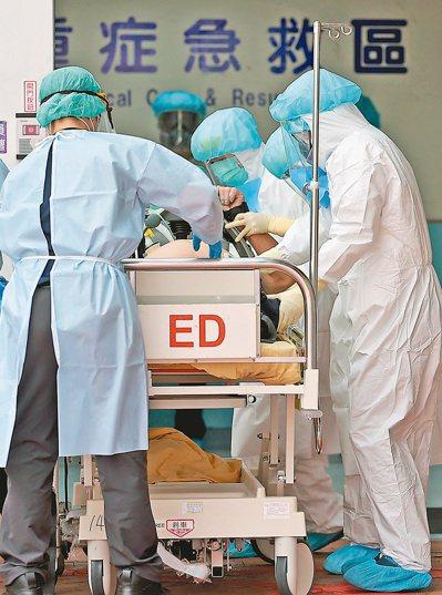 近一個月到院前死亡人數,占目前確診死亡的一成五,專家建議應進一步釐清死因,政策才...