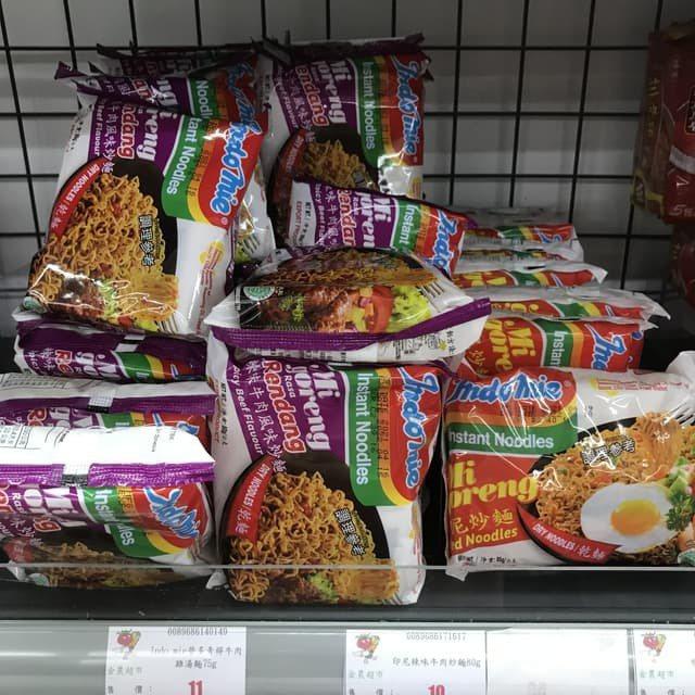 一名網友發文詢問「印尼炒麵好吃嗎?」,貼文引起網友大量討論。圖/取自Dcard
