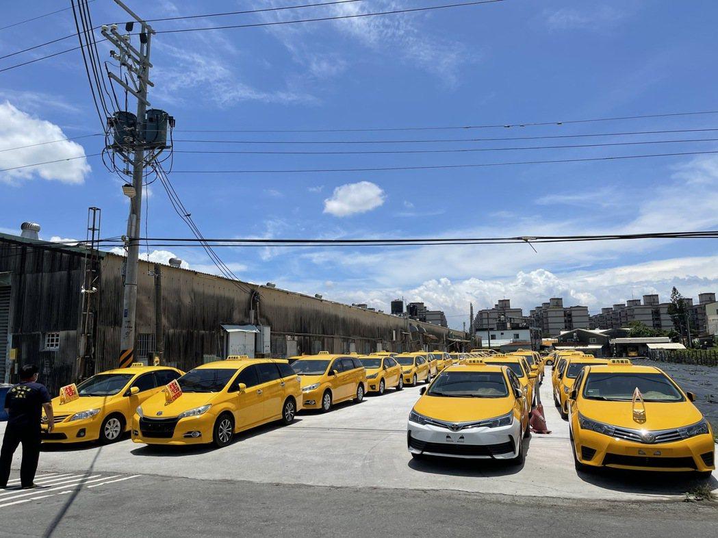 傑誠計程車運輸合作社因面臨這波「退租潮」,還花十多萬租地擺車,損失慘重。記者王昭...