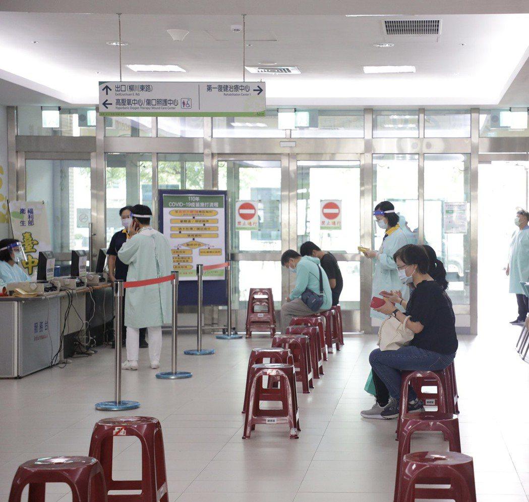 台中市政府表示,85歲以上民眾6月15日起可到快打站注射疫苗。圖/台中市政府提供