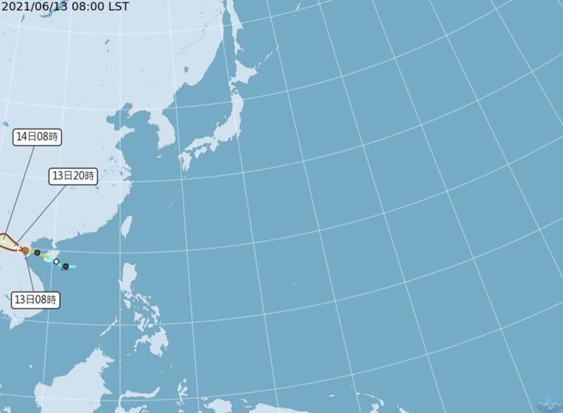 輕度颱風小熊今天上午8時位於鵝鑾鼻西方1590公里,以每小時14公里速度向西北西進行。圖/取自氣象局網站