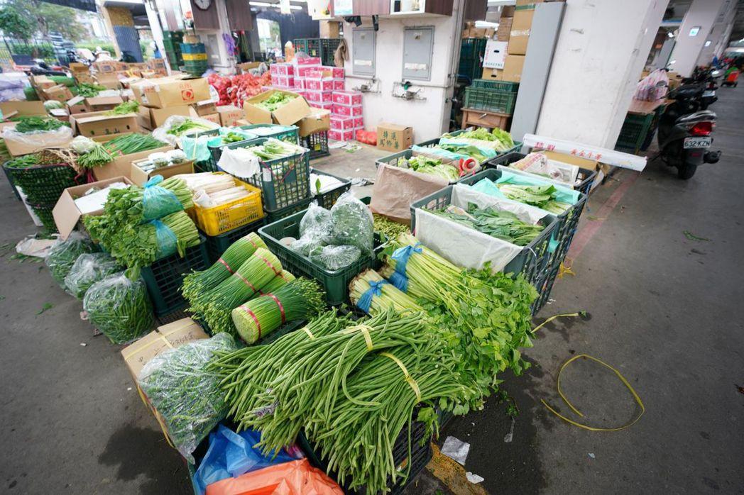 近期在中南部發生的連日大雨,造成葉菜類蔬菜漲幅飆破7成。圖/新北市農業局提供