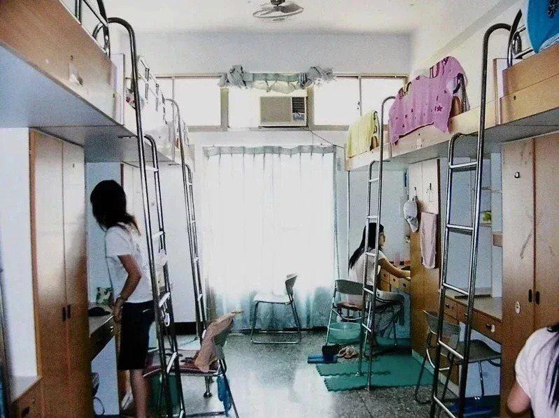 台灣學生聯合會呼籲各大學開放暑期住宿,避免移動帶來的風險。本報資料照片