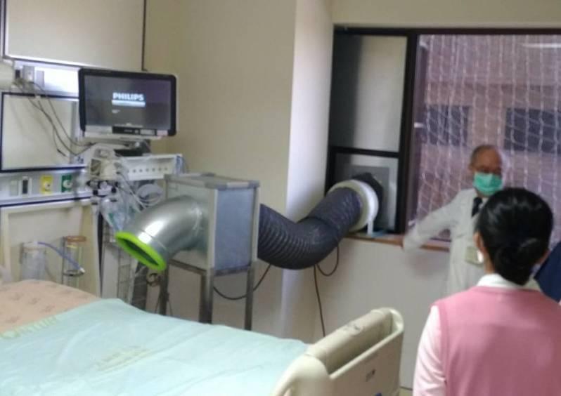 台大醫院院長吳明賢指出,昨天誤傳權貴人士到台大打疫苗,真相其實是善心人士來看捐贈的加護病房防疫設備啟用。  圖/台大醫院提供