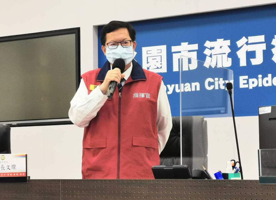 鄭文燦表示,因近期疫苗接種站與社區篩檢站推動時間重疊,為節省醫護人力,各社區篩檢...