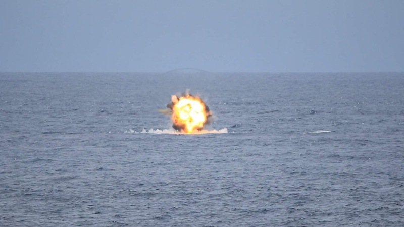 陸軍、海軍陸戰隊日前在屏東九鵬基地實施「天馬操演」,順利完成拖式2A飛彈等實彈射擊,命中海上標靶。圖/讀者蘇嘉健提供