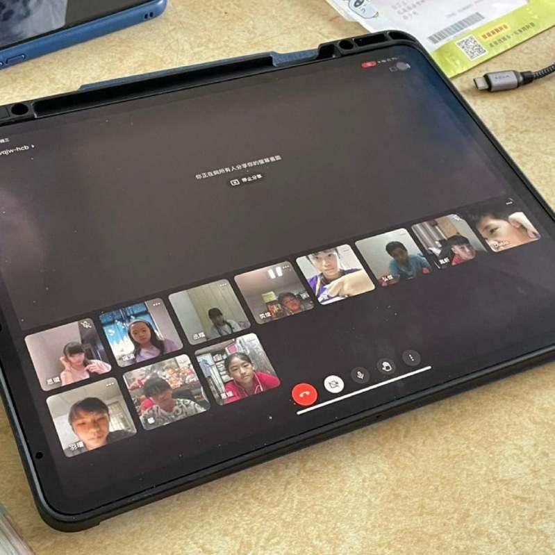宜蘭縣、花蓮縣數位機會中心(簡稱宜花DOC)發起二手平板與筆電募集行動,目前累積11台筆電與17台平板電腦,整理後透過花蓮縣教育處,提供國小學童借用。目前花蓮縣仍有相當多學生有資訊設備需求。圖/宜花DOC提供