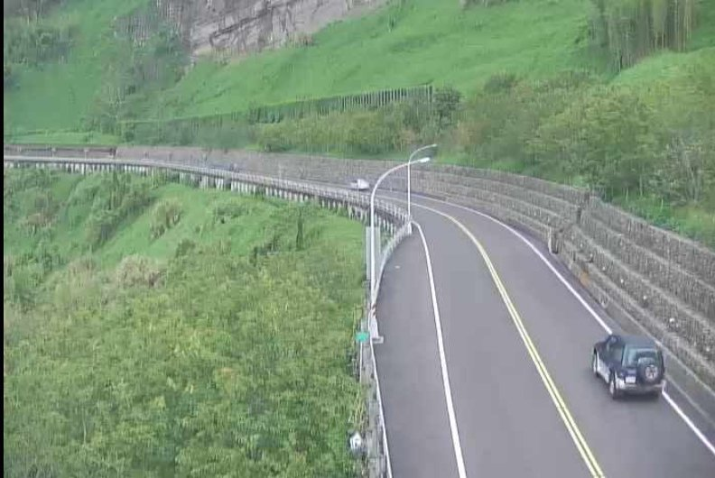 阿里山公路今天下午車流量少,較往年端午假期車水馬龍的盛況相去甚遠。圖/交通部公路總局提供