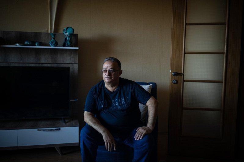 伊拉克人拉佐位於摩蘇爾市的舊家,6年前因美軍誤以為是IS汽車炸彈工廠而遭轟炸,妻女皆喪生,但他逃過一劫。圖為他在艾比爾市的新家。圖╱紐約時報