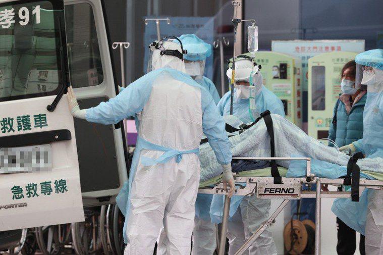 台灣新冠肺炎疫情嚴峻。本報資料照片