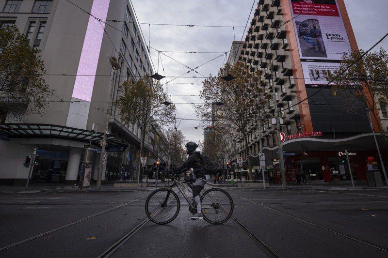 澳洲維多利亞州3日解封,首府墨爾本則在10日才解封,圖為知名購物街柏克街9日的街景。歐新社