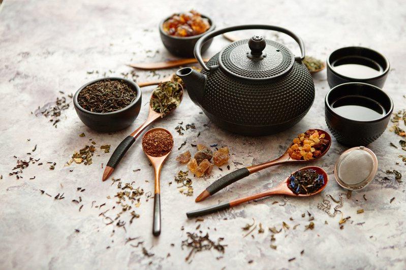 古代端午節流傳驅邪除疫的習俗,也適用於現代,例如解毒茶飲。圖╱123RF