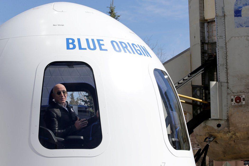 貝佐斯下月將啟動太空行,其中一個座位的拍賣價格以2,800萬美元落槌。(路透)