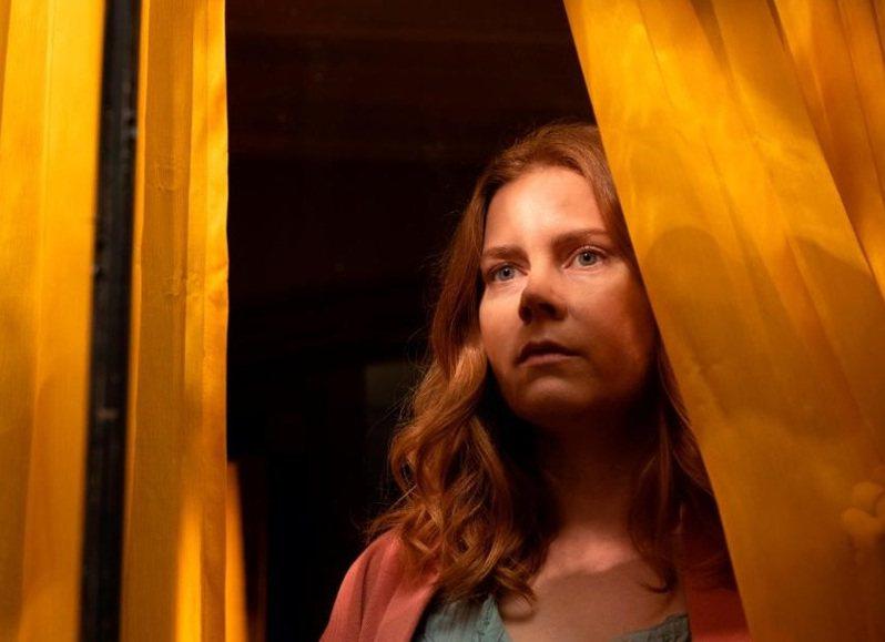 「窺探」由艾美亞當斯主演。圖/摘自Netflix