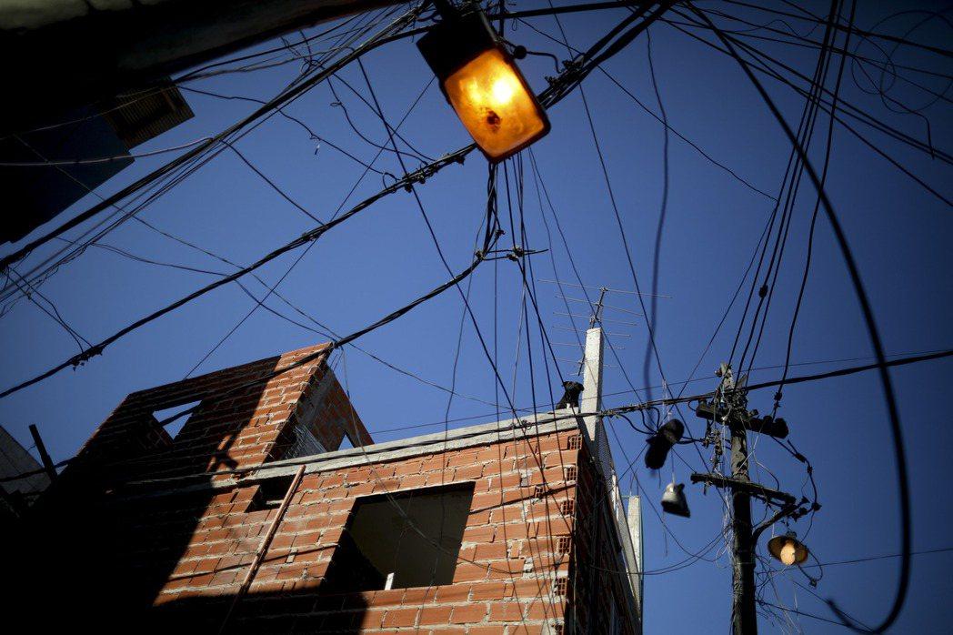 儘管阿根廷是個天然氣淨進口國,消費者電費負擔只占月收入的2%到3%,是巴西、智利...