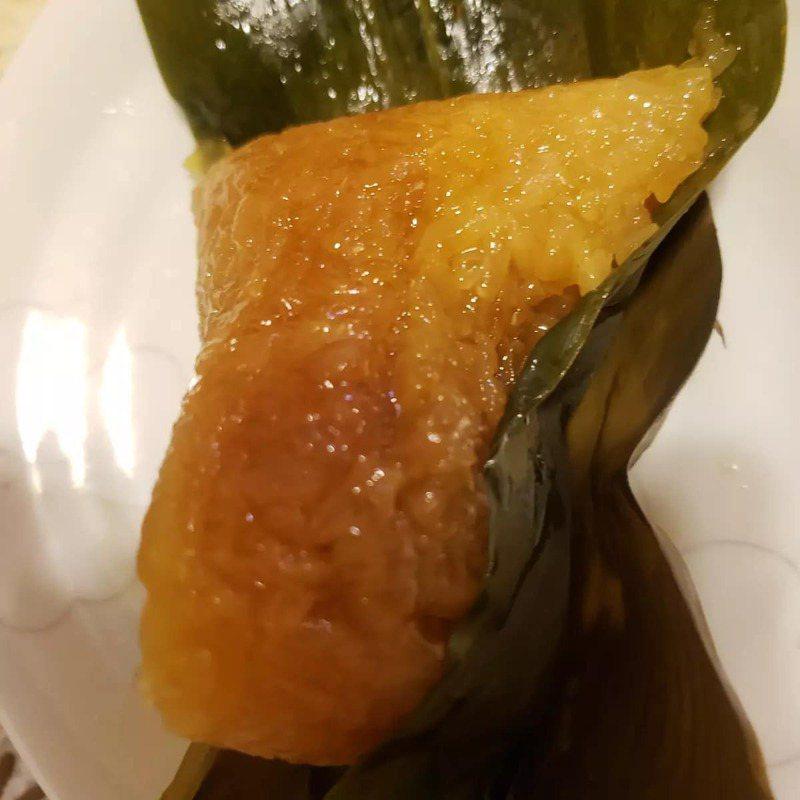 網友收到鄰居分送的鹼粽。圖/取自臉書