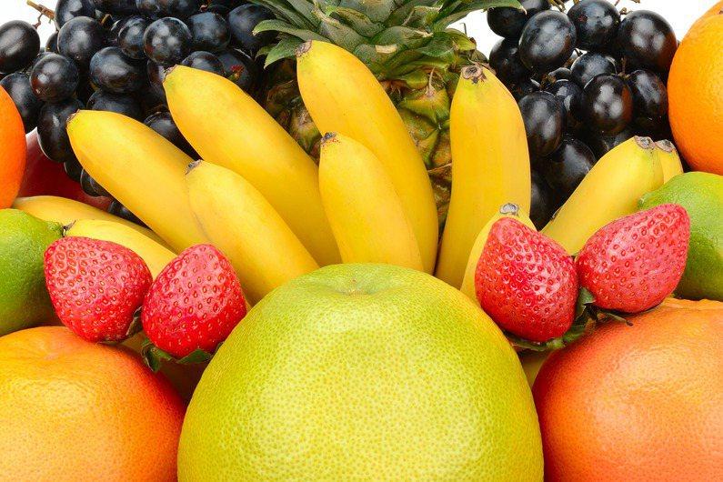 防疫期間悶壞了嗎?從水果怎麼挑,其實就能看出一個人的煩躁程度。圖片來源/ingimage