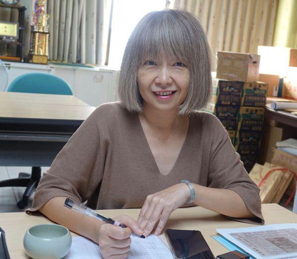 高雄市慈善團體聯合總會執行長劉雅玲鼓勵要投入公益團體者,要有與時俱進思維。 圖/...