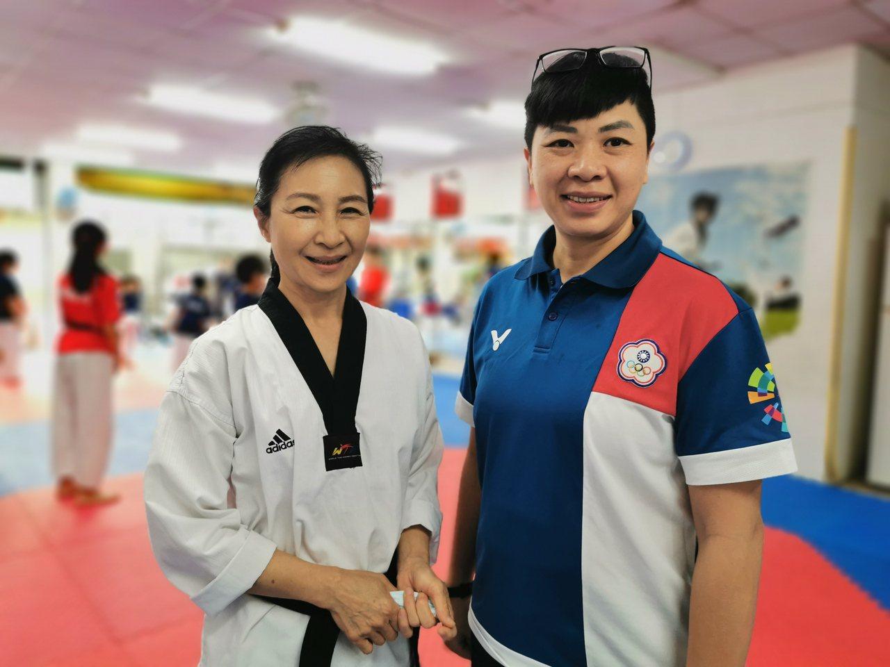 楊喬詠(右)推動樂齡跆拳多年,直言多數人不敢報名,何湘榆(左)練拳多年、身體愈來...