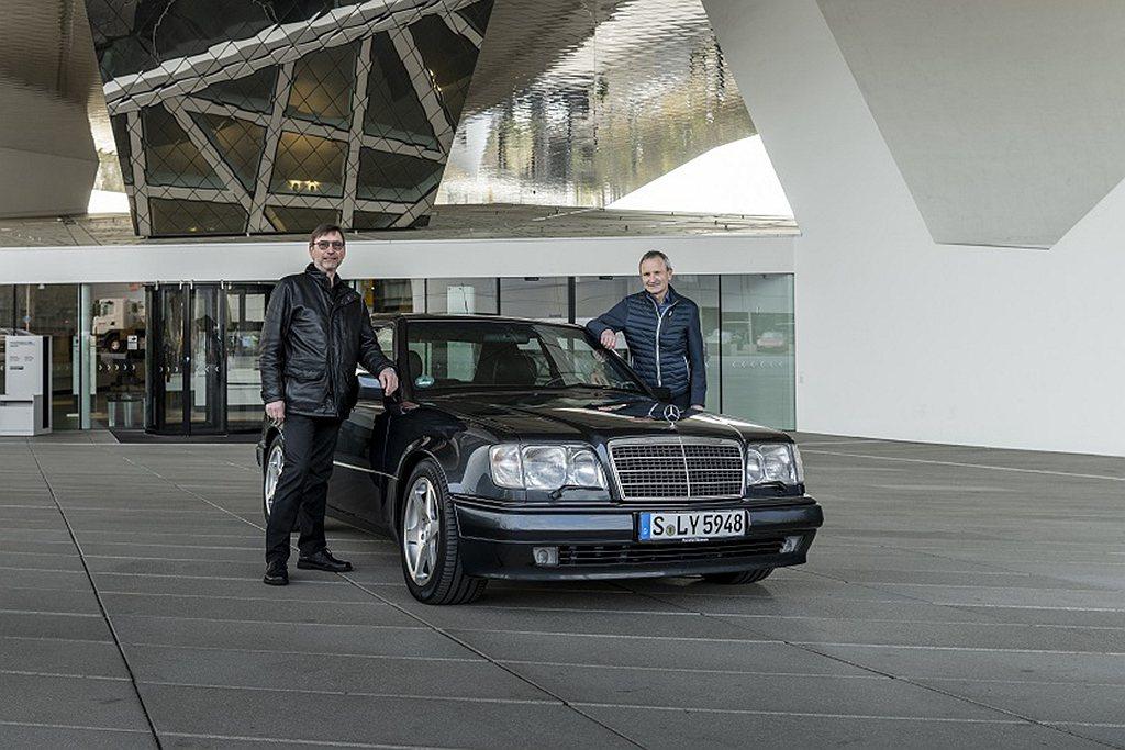 慶祝賓士500E誕生30週年,保時捷博物館邀請到兩位參與開發的重要人物,來介紹這...