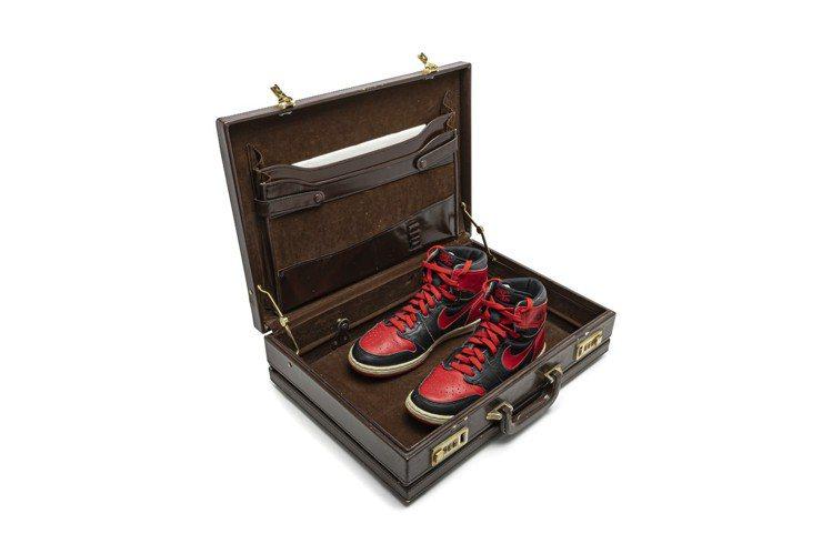 Nike Air Jordan 1 高筒「Black-Red」,1984年,原經...