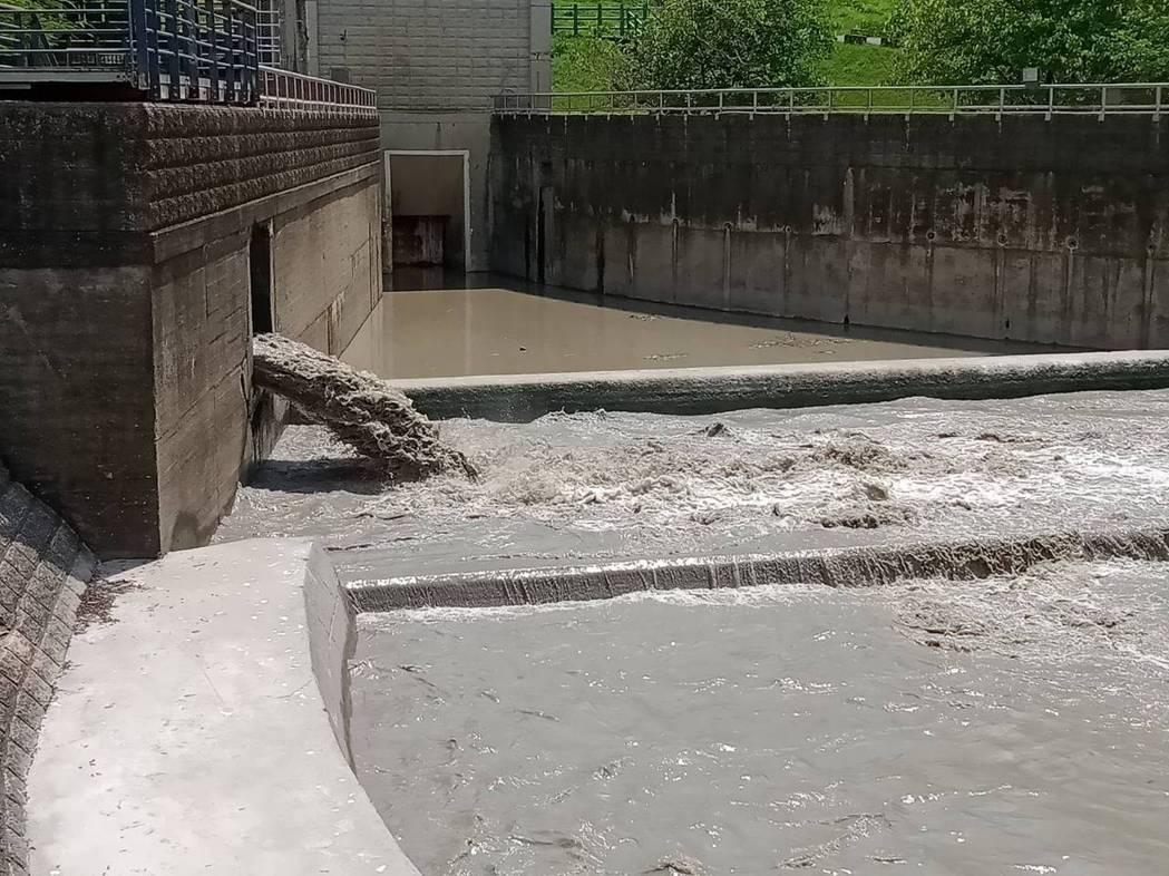 高雄阿公店水庫目前正進行「空庫防淤」,將視情況調整排砂力度。圖/南水局提供