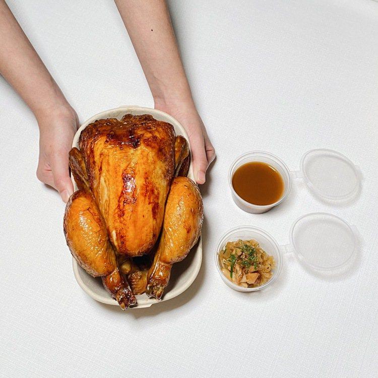 法式烤全雞(1.8至2kg)、焦糖洋蔥與油封大蒜。圖/Taïrroir À la...