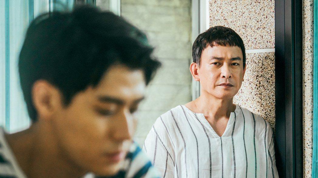 王識賢(右)在劇中關心李玉璽,卻不知如何表達。圖/東森、映畫提供