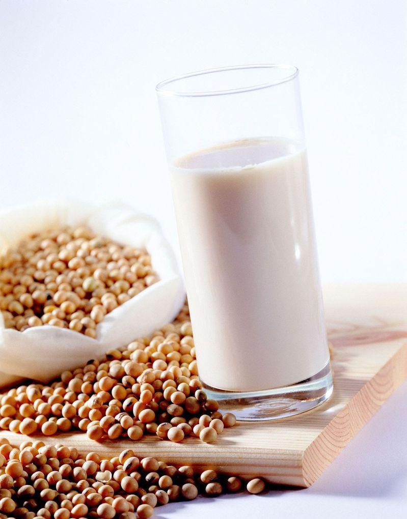 日本豆乳協會統計,去年全日本豆漿(豆奶)生產量達4.3億公升創新高。圖/聯合報系資料照片