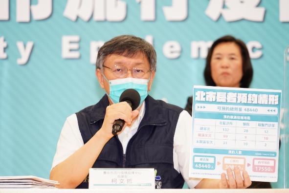 柯文哲說,台灣真的是同島一命,因高鐵、高速公路都是連在一起,三級警戒要降,還是要全台灣一起移動,沒有想像簡單。圖/北市府提供