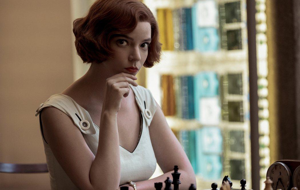 「后翼棄兵」安雅泰勒喬伊是去年最紅的影集新女神。圖/摘自Netflix