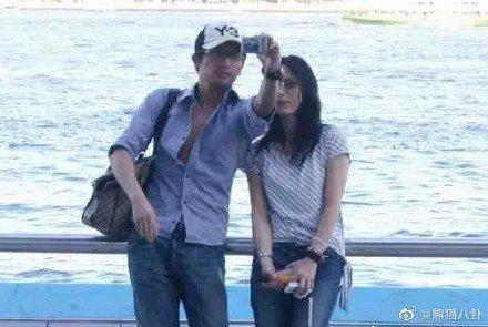 蘇有朋2007年曾被拍與經紀人amy同遊香港。圖/摘自微博