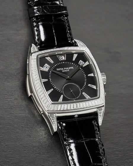 百達翡麗型號5033/100P-001鉑金鑲鑽三問年曆自動上鍊腕表,約2011年...